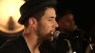 "Nick Jonas performs ""Chains"" LIVE! 
