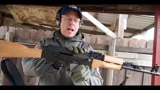 Baixar The AK-47 screams reliability, but has a questionable past (Cold War Rifles)