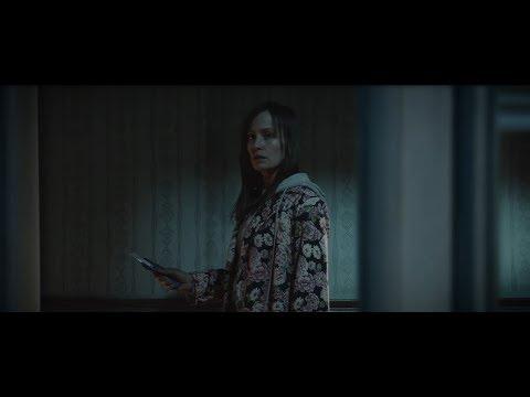 """AJ Finn: """"The woman in the window"""" // Trailer"""