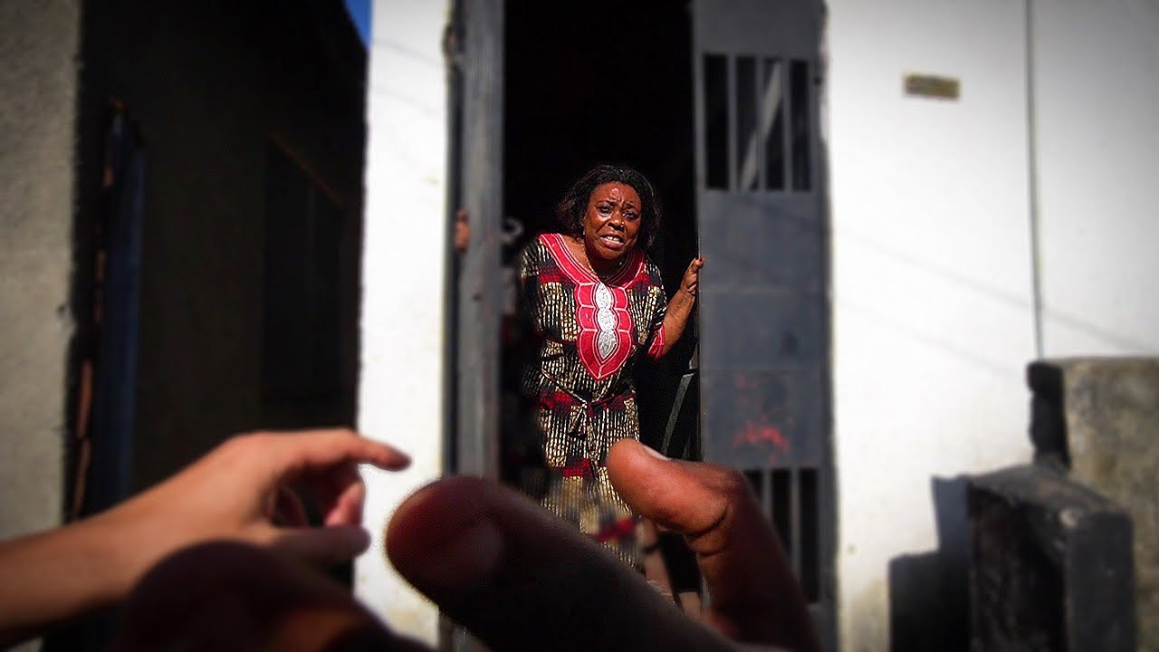 AM INTRAT PESTE O TANZANIANCA IN CASA (saracie LUCIE)