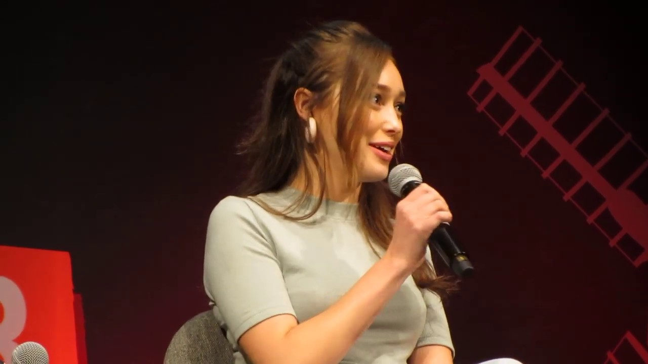 Download Alycia Debnam-Carey is asked if she still watches The 100 - October 27, 2018