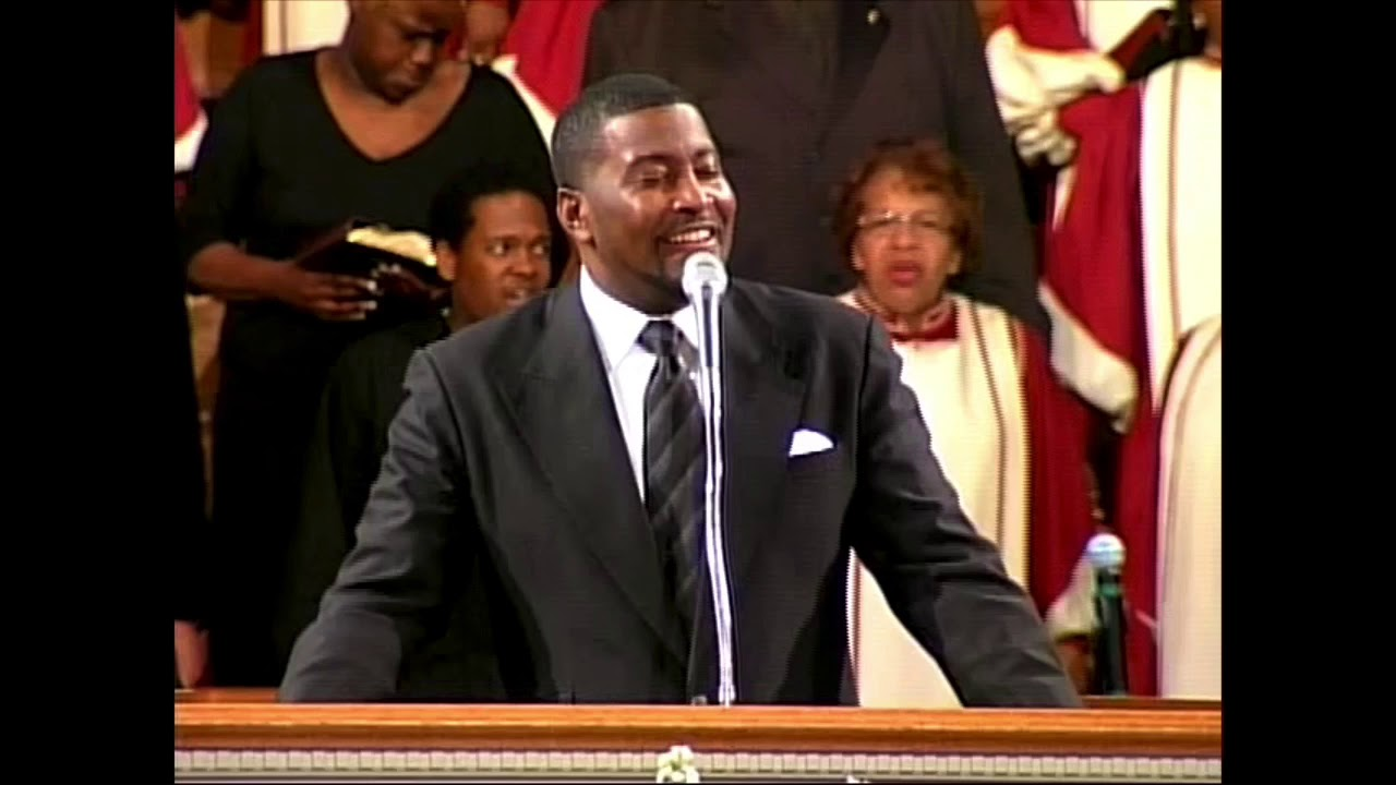 Pastor Smith sings Lead Me, Guide Me - 2007