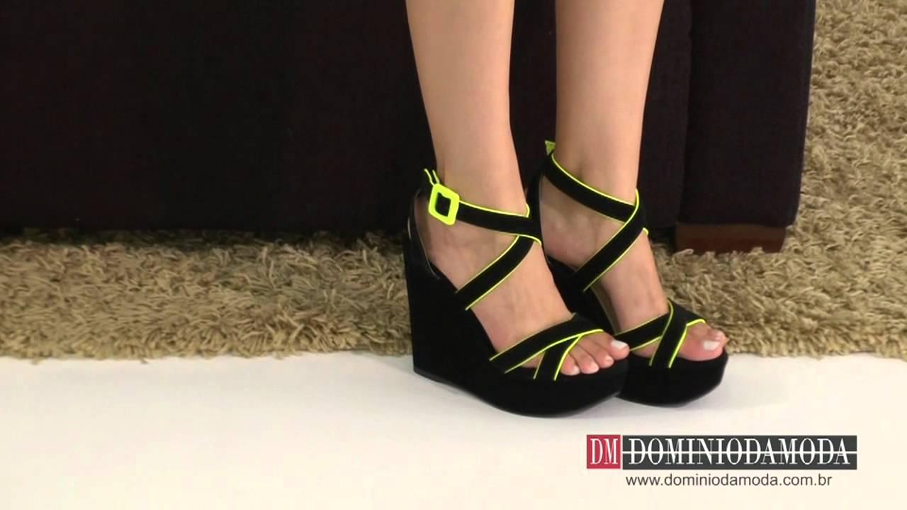 ad3522a28 Sapatos Femininos  Sandália Anabela DM Nobuckado Preto Neon Amarelo ...