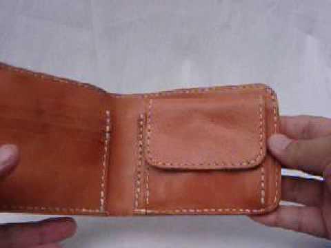 ロウ引きのサーモンピンク色の牛革の財布を、ブコツに水洗いしました。