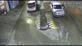 Auto explota en gasolinera de Brasil