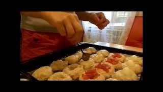 Котлеты ассорти, запечённые в духовке (помидор, сыр твердый, перепелиные яйца)