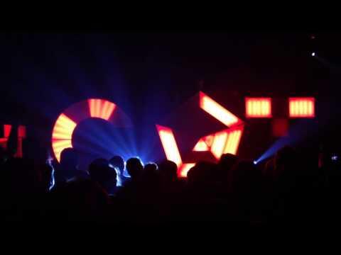 Com Truise - Declination (live)