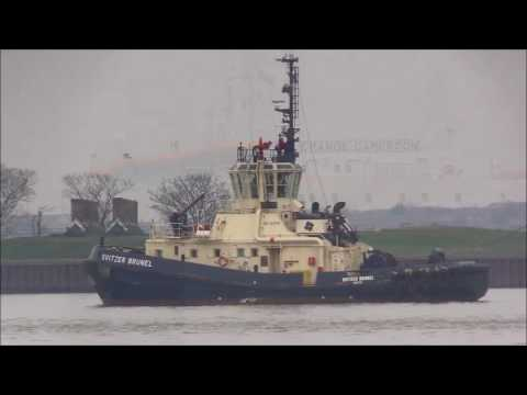 THE GRANDE CAMEROON Thames Shipping by Richie Sloan.