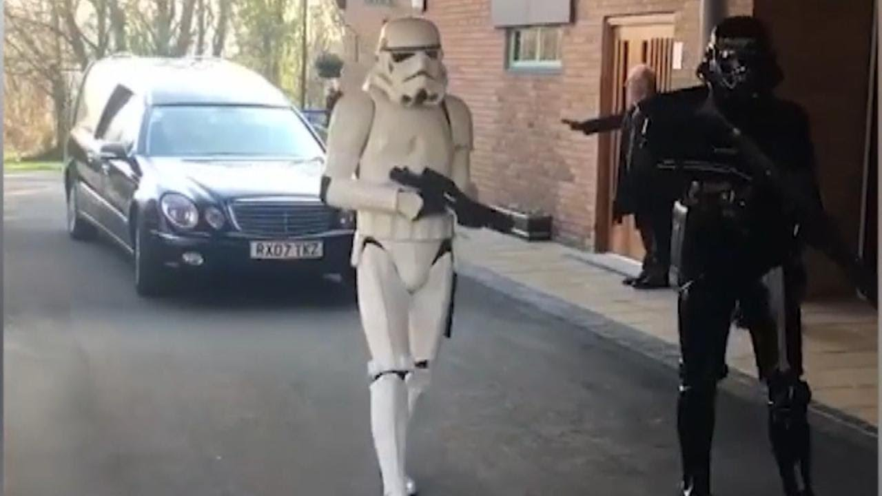 Stormtroopers Lead Star Wars Fans Funeral Procession Youtube Lego 75157 Captain Rexamp039s At Te
