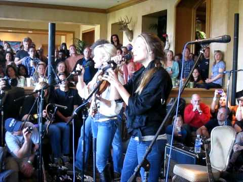 Court Yard Hounds (Dixie Chicks' Martie Maguire and Emily Robison)