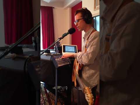 Tom Vek at the Cutting Room Studios 10-21-14