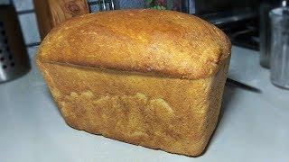 Хрустящий белый хлеб в духовке.