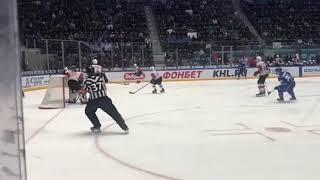 Жесткий силовой прием Фрэнсона против Петерссона КХЛ Барыс vs Авангард 1 матч 1/4 финала