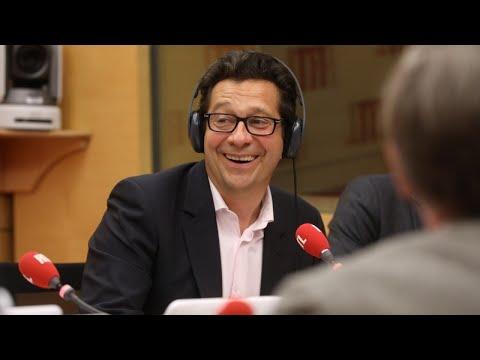 "Laurent Gerra imitant Patrick Sébastien : ""Regarde les applicafions de mon iFoune 10"""