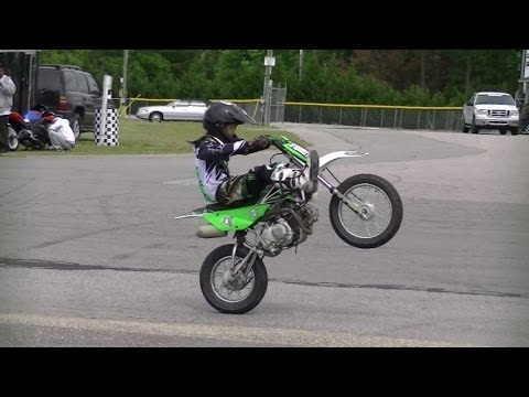 mini dirt bike wheelie start 39 em young. Black Bedroom Furniture Sets. Home Design Ideas