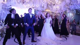 THE BEST WEDDING ENTOURAGE DANCE 2019 | Josef and Leslie