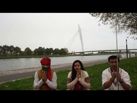 Raj Mohan & Chandan Tiwari 'baans ki bahangiya' Chhat song (The Netherlands)