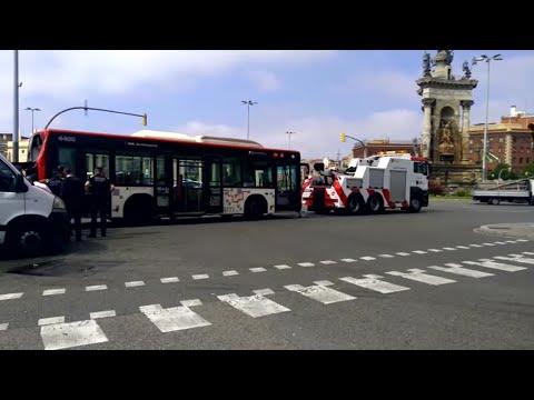 Una veintena de heridos al colisionar dos autobuses y una moto en Barcelona