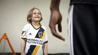 "La galaxy's gyasi zardes  "" i can do that "" commercial with brighton lee sagal - toca"