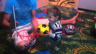 Играю с сыном первый раз в баскетбол