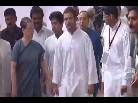 Presidential Election 2017: Sonia Gandhi reaches Parliament along with Rahul Gandhi to cas