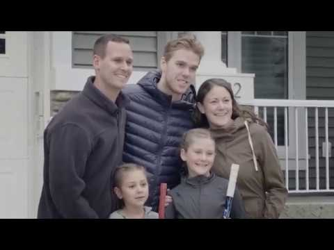 Connor McDavid and a CIBC Mobile Investment Consultant surprise fans at their home.