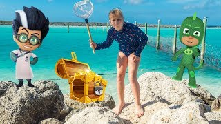 pj-masks-pretend-play-treasure-hunt-on-castaway-cay-with-the-assistant
