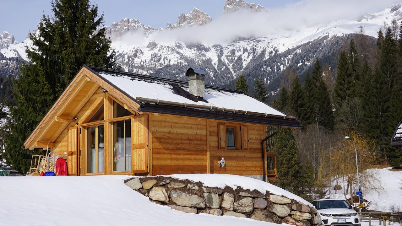 Chalet falcade nuova costruzione in legno x lam house for Luddui case vendita