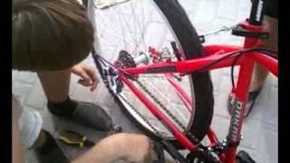 Настройка заднего переключателя(http://bikemaster.kiev.ua/Forum-BaykMaster/Kategorii.html - обсуждение видео http://vkontakte.ru/buy_from_us - группа в контакте http://bikemaster.com.ua/ -..., 2011-09-26T08:36:53.000Z)