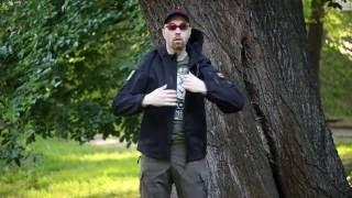 """Видео обзор куртки тактической Soft-shell c капюшоном и ВЗ """"молниями"""", цвет черный от """"Chameleon""""."""