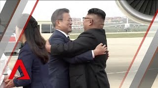 Video Kim Jong Un welcomes South Korea's Moon Jae-in in Pyongyang download MP3, 3GP, MP4, WEBM, AVI, FLV September 2018