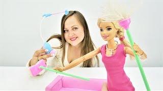 Барби потеряла билеты в театр. Видео для девочек.