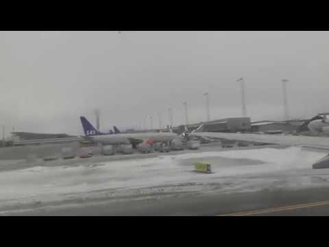 SAS Scandinavian Airlines 737-800 Oslo-Tromsø Take off, Landing [HD]