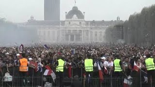 DIREKTE: Her feirer franskmennene VM-triumf