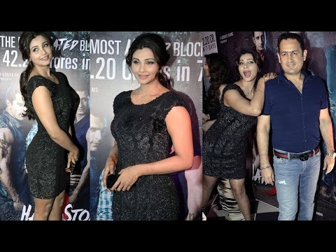 Beautiful  Daisy Shah In Black Tight Gown