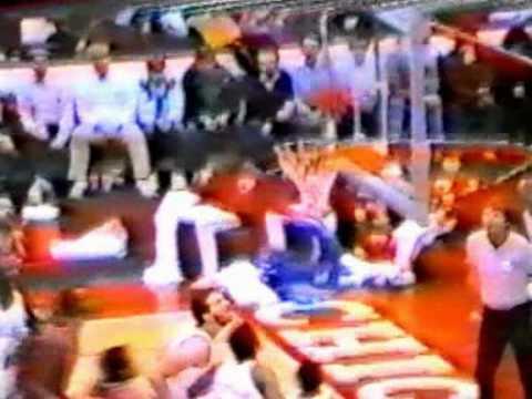 Moses Malone (39pts/19rebs) vs. Bulls (1984)