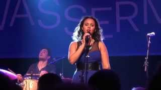 Mayra Andrade - Build It Up - Live in Berlin (12/17)