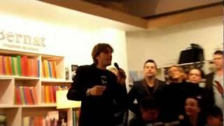 """Carlos Navarro """"El Yoyas"""" de GH la lía en la presentación del libro de GH 1080P"""