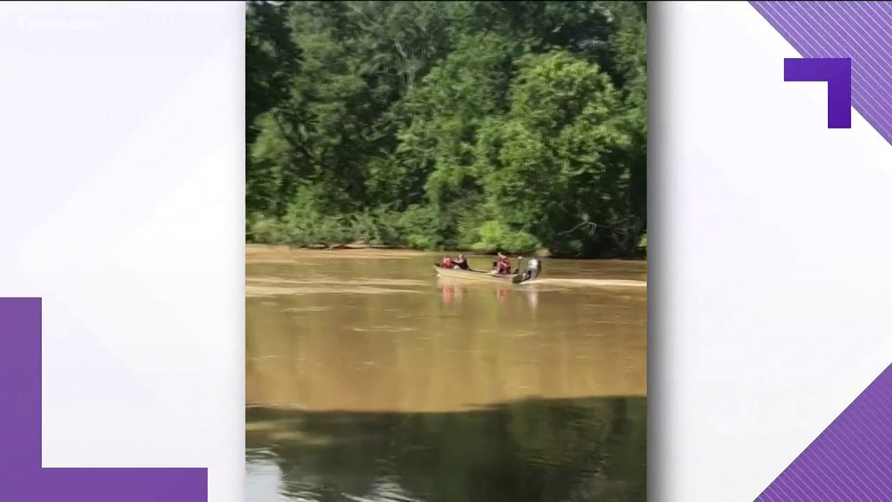 Sandy Springs fire boat hit rocks, takes on water