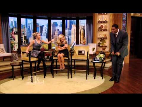 Hayden Panettiere Scares Michael Strahan on