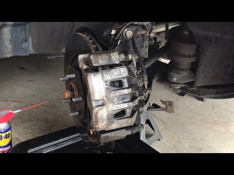 Replacing Front Brake Pads Toyota Sienna 2011-2016