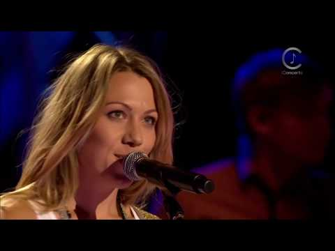 Colbie Caillat - Falling For You (Front Row Center Series)