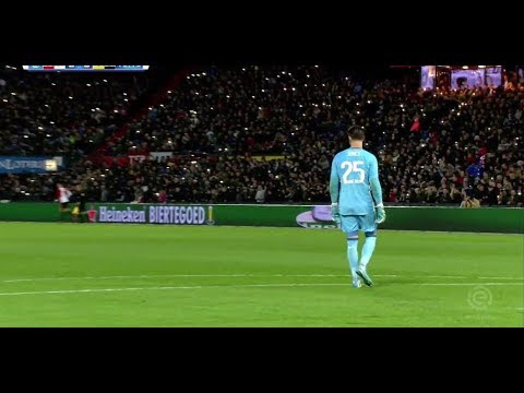 Feyenoord fans honour Jones' son