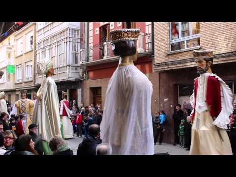 La Comparsa de Gigantes de Sangüesa baila por San Sebastián 2015