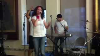 Скачать Chicago Band Does Live Girl Talk Cover