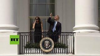 Ignorando advertencias, Trump observó el eclipse solar sin gafas