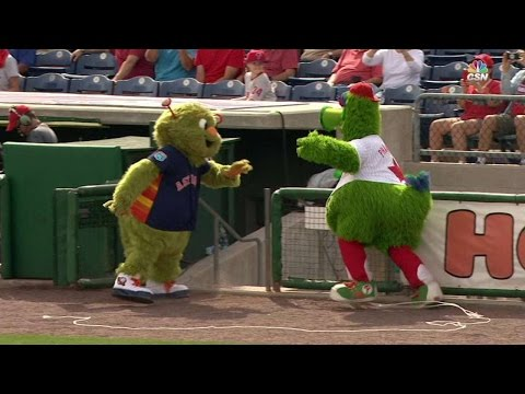HOU@PHI: Phanatic hates when Orbit touches his ride