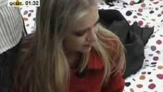 Sasha się pakuje, Marcin śpiewa jej piosenkę