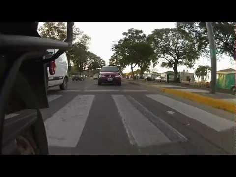 Paseo ribereño en Rosario, Santa Fe, Argentina. Suzuki V Strom