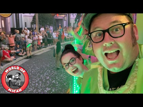 The Universal Studios Mardi Gras Experience 2019! Riding A Float & Trying New Food - WOM 329